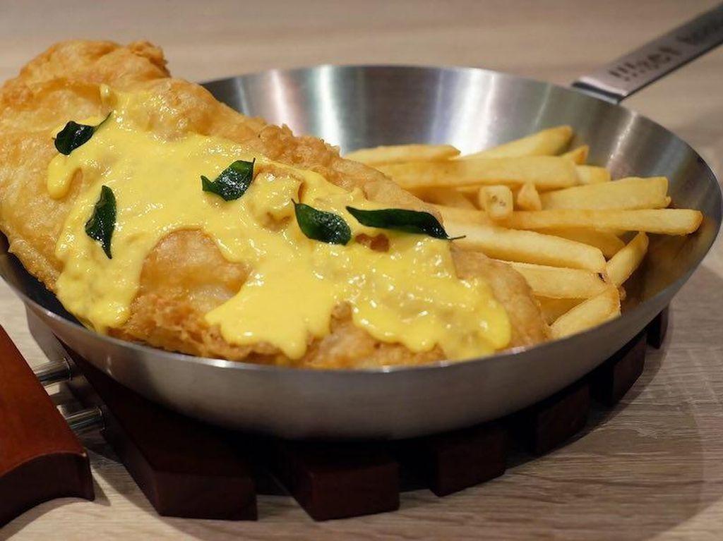 Coba Fish and Chips dengan Paduan Saus Telur Asin di Sini