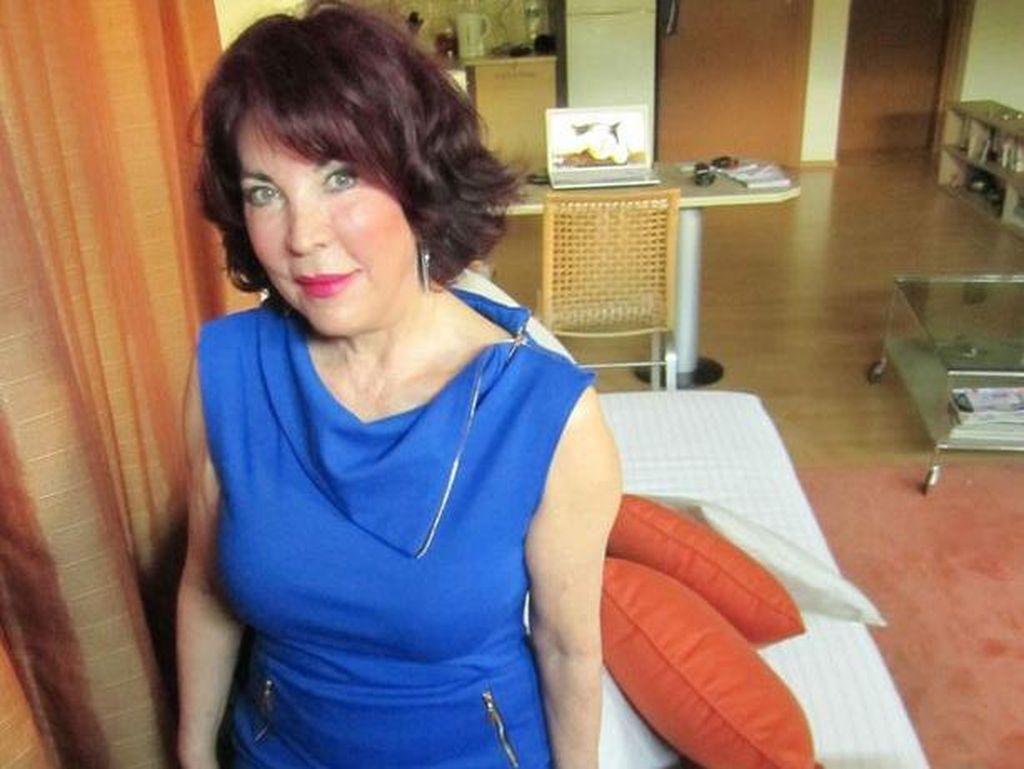 Nenek 70 Tahun Ini Pakai Air Seni untuk Merawat Wajah Agar Lebih Glowy