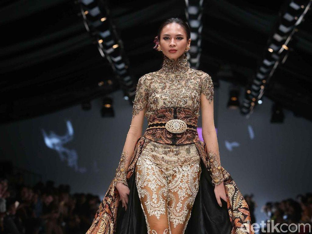 Desainer Indonesia Bhineka dan Berkarya di Perayaan 10 Tahun JFW