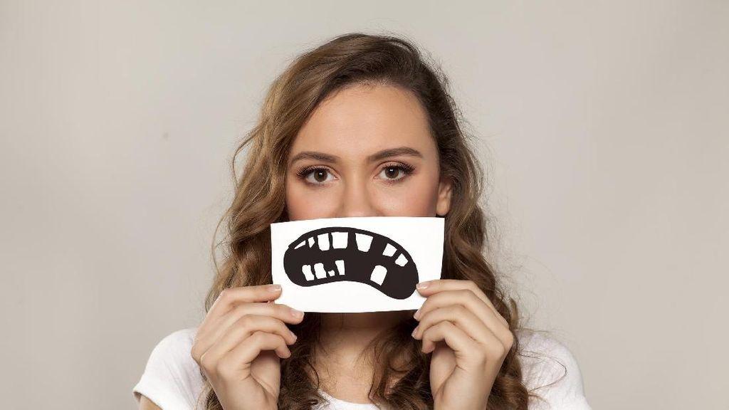Hindari! Ini 8 Penyebab Utama Gigi Kuning