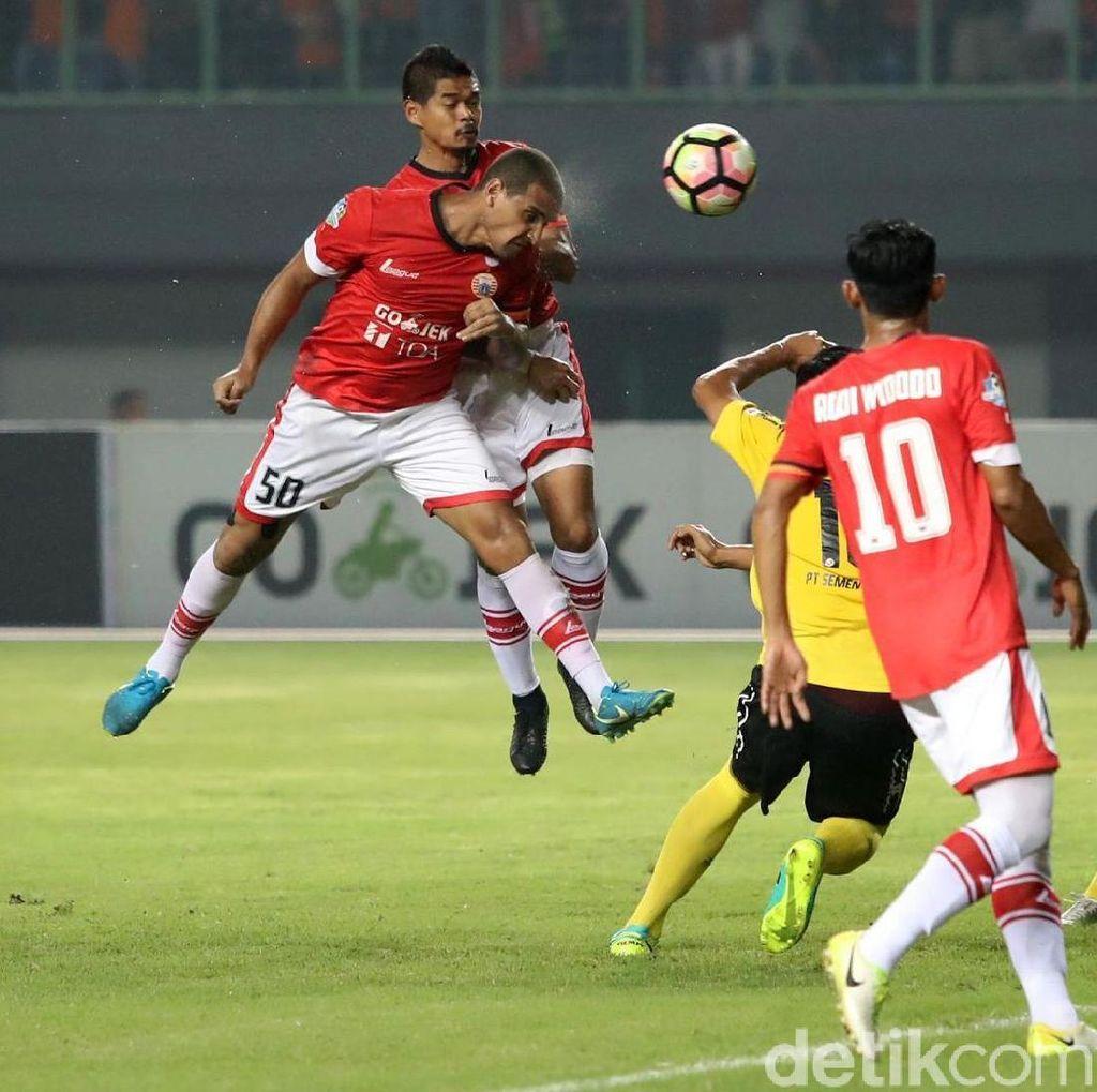 Dua Gol Bepe Bawa Persija Taklukkan Semen Padang