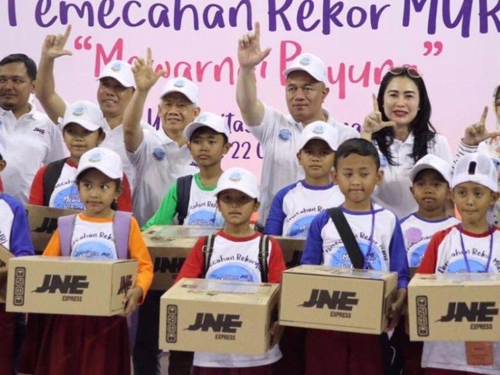 JNE Pecahkan Rekor Muri Mewarnai Indonesia di Hari Jadi ke-27