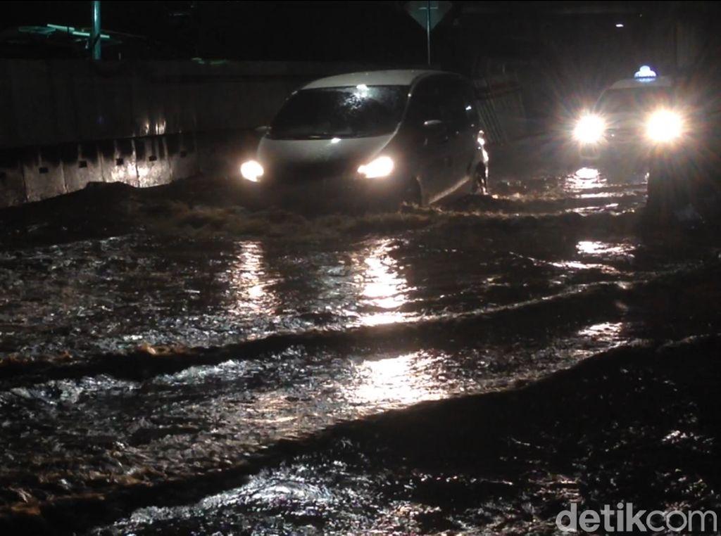 Banjir, Jalan Cawang Interchange Arah Cililitan Macet