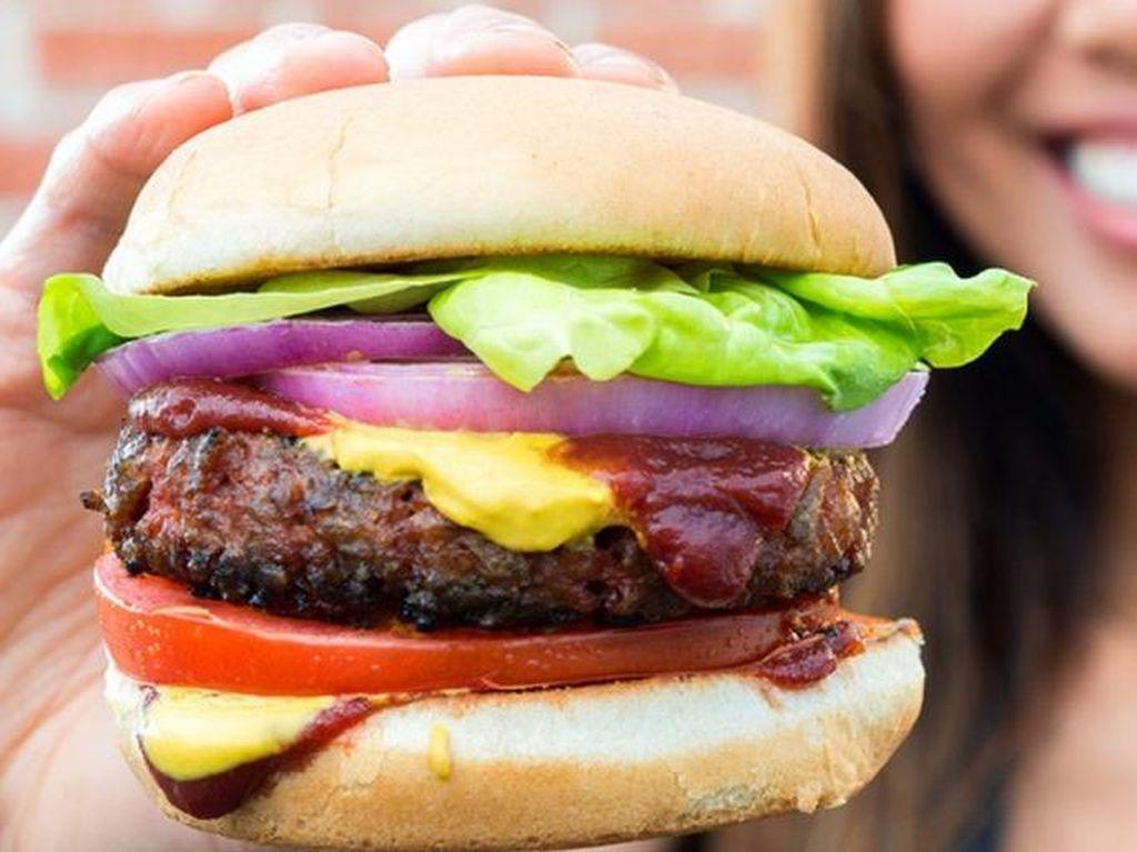 Cerita Putri Muhammad Ali Buatkan Burger Sehat untuk Ayahnya
