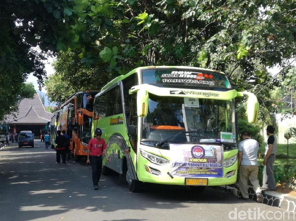 Ratusan Perangkat Desa di Banjarnegara ke Jakarta Tagih Jokowi