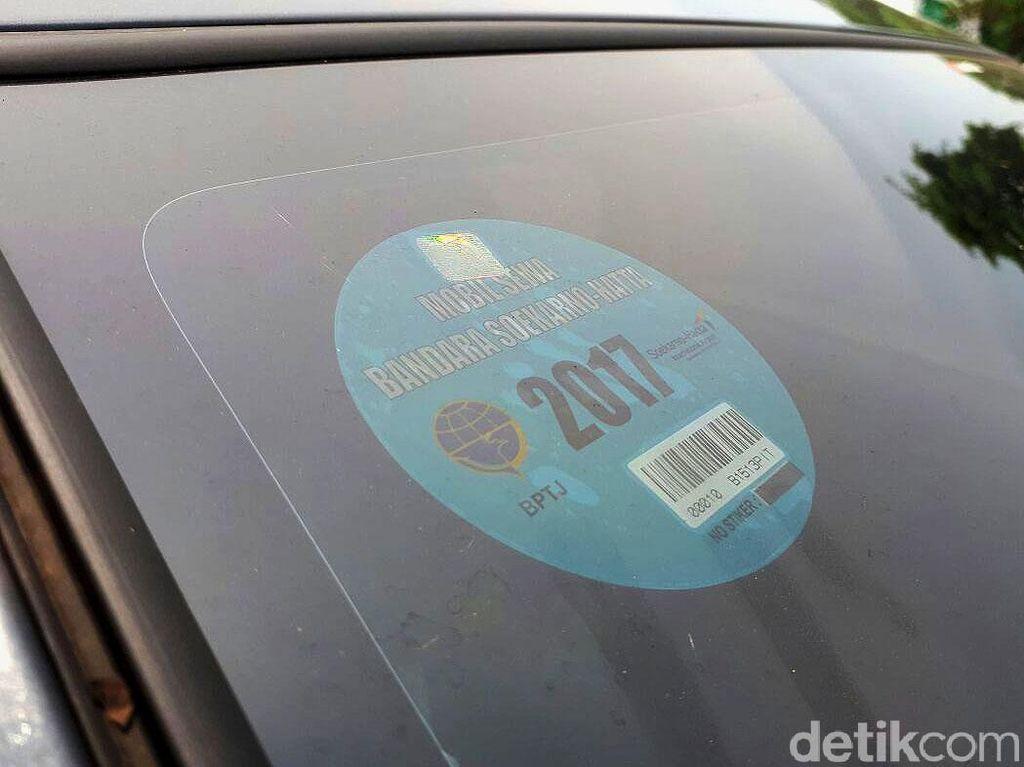 Kemenhub Kaji Pemasangan Stiker untuk Taksi Online