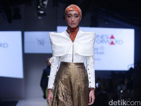 Hijab Instan Eksis di Panggung Paris Fashion Week 2018