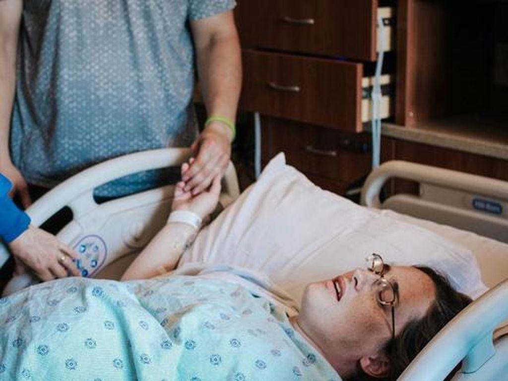 Hal-hal Dramatis Seputar Melahirkan di Film Kadang Mitos Belaka