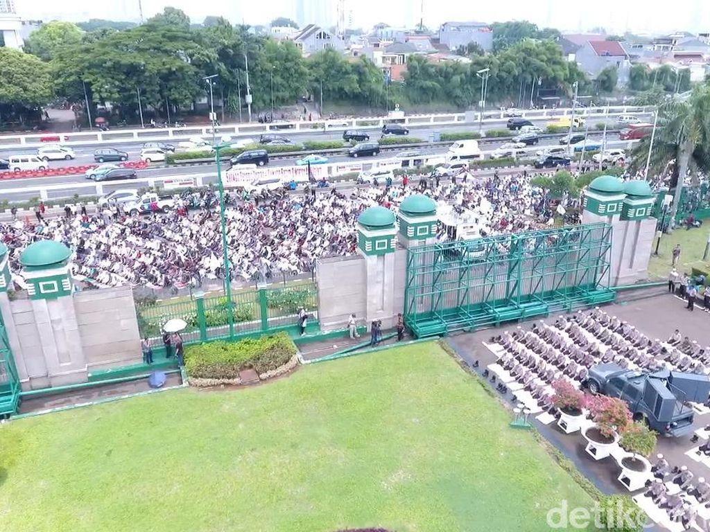 Massa Masih Membanjiri Demo Tolak Perppu Ormas di DPR