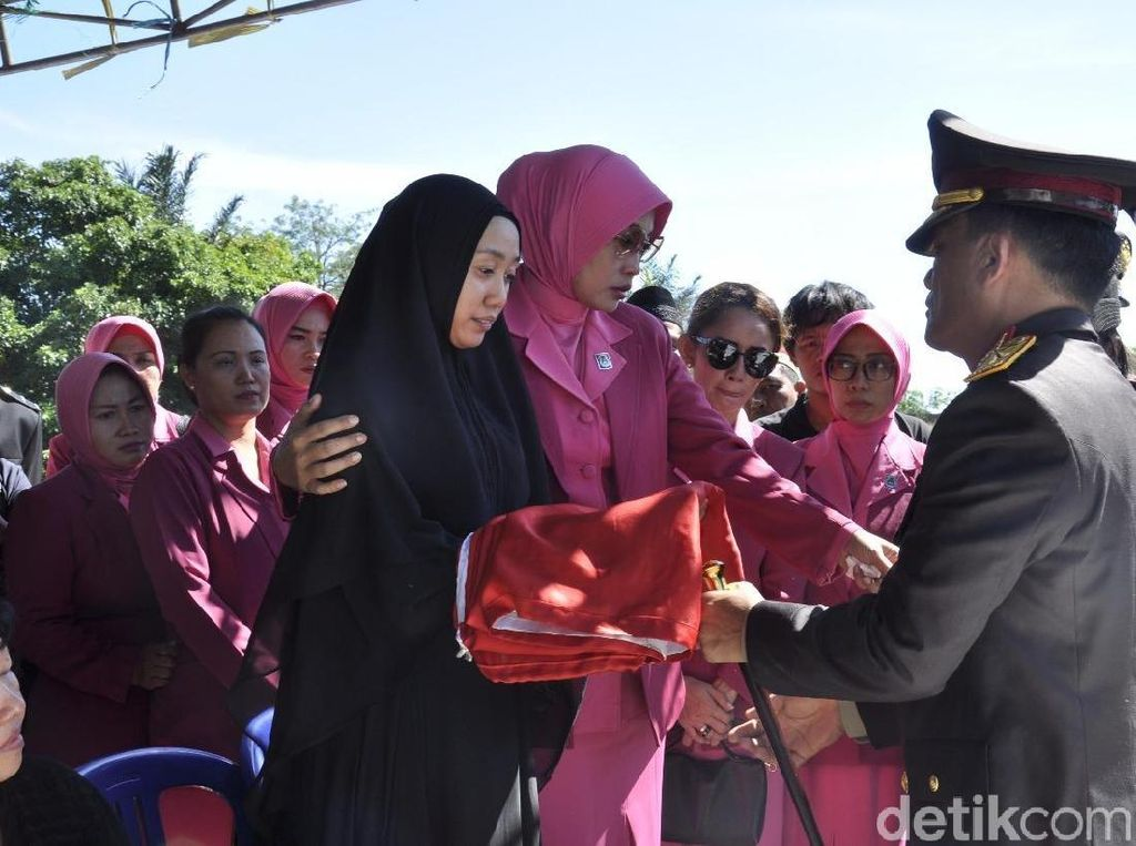 Kapolda Bengkulu Beri Penghormatan Terakhir untuk Brigadir Berry