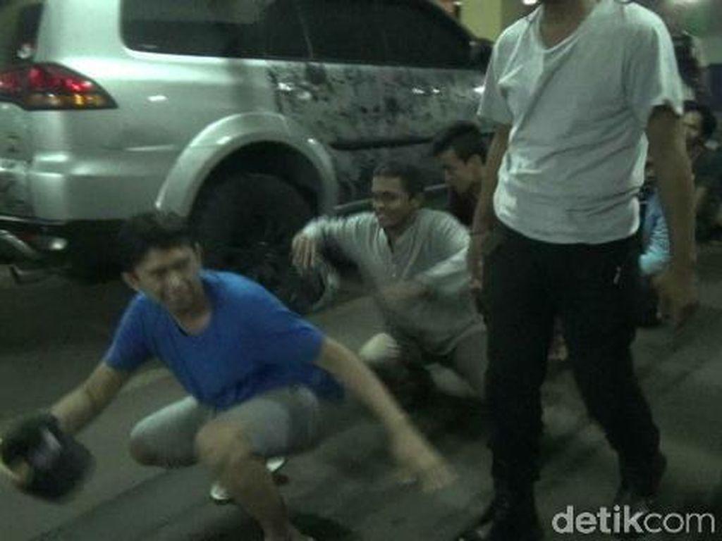 Tim Rajawali Polres Jaktim Tangkap 9 Preman Pemalak Sopir di PGC