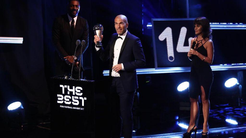 Zinedine Zidane Kawinkan Gelar Pemain dan Pelatih Terbaik Dunia