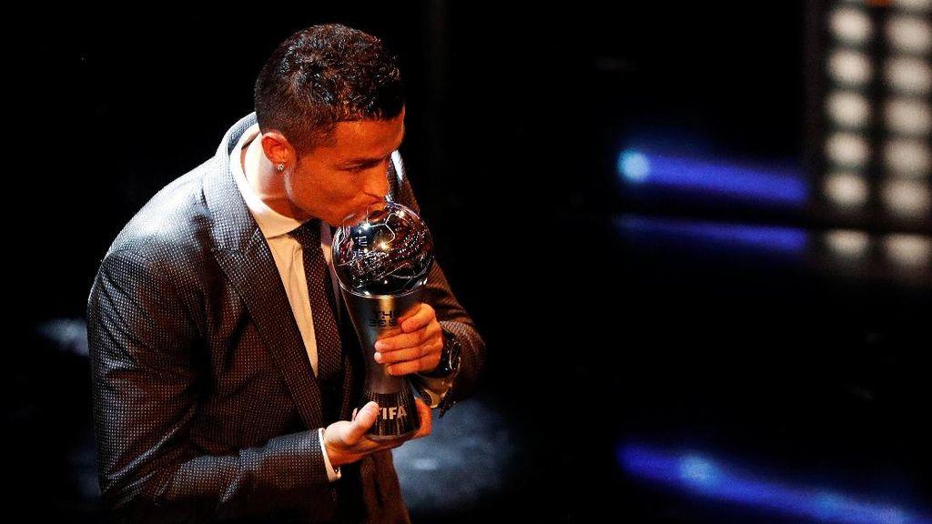 Cristiano Ronaldo yang Sedang Berbahagia