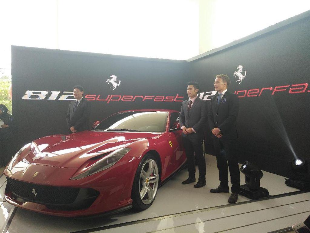 Pesan Sekarang, Ferrari 812 Superfast Baru Dikirim Tahun Depan