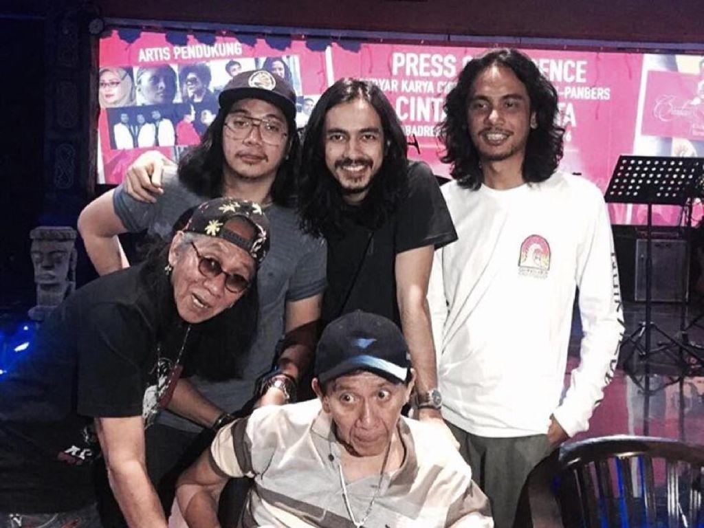 Vokalis Kelompok Penerbang Roket Kenang Momen Bersama Benny Panbers