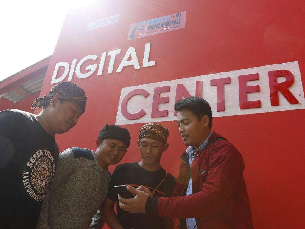 Telkomsel Genjot 4G Masuk Desa di Cisungsang, Lebak