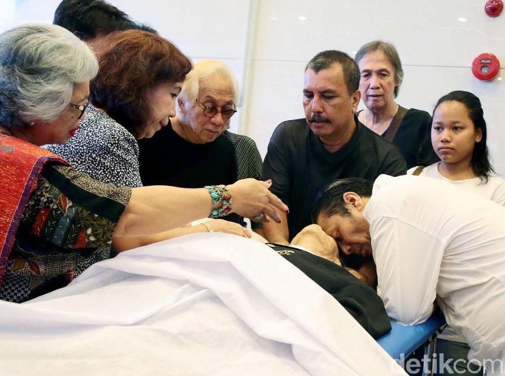 Suasana Haru Proses Pemakaman Benny Panjaitan