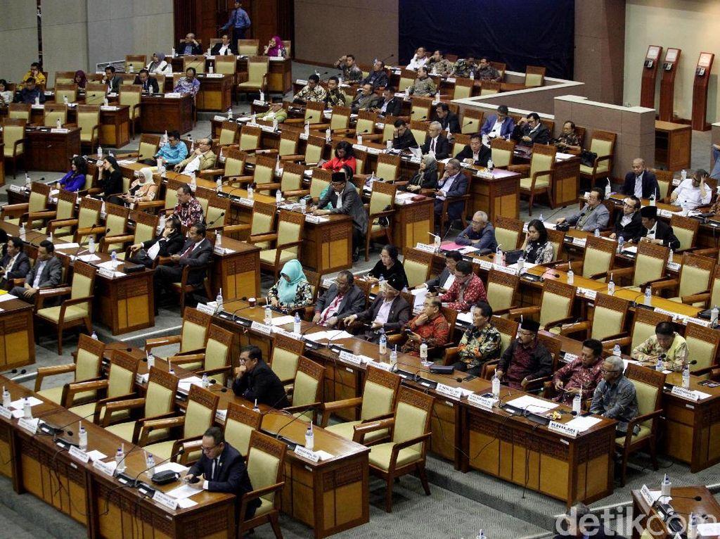 Ini 5 Fraksi di DPR yang Dukung Revisi UU Ormas