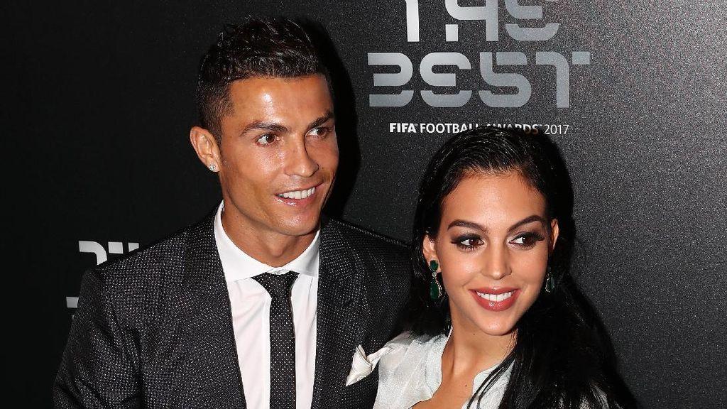 Dampingi Ronaldo Terima Piala FIFA, Georgina Rodriguez Pamer Perut Hamil