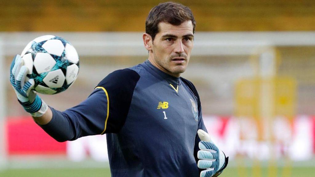 Karena Ponsel, Casillas Kehilangan Posisinya di Porto