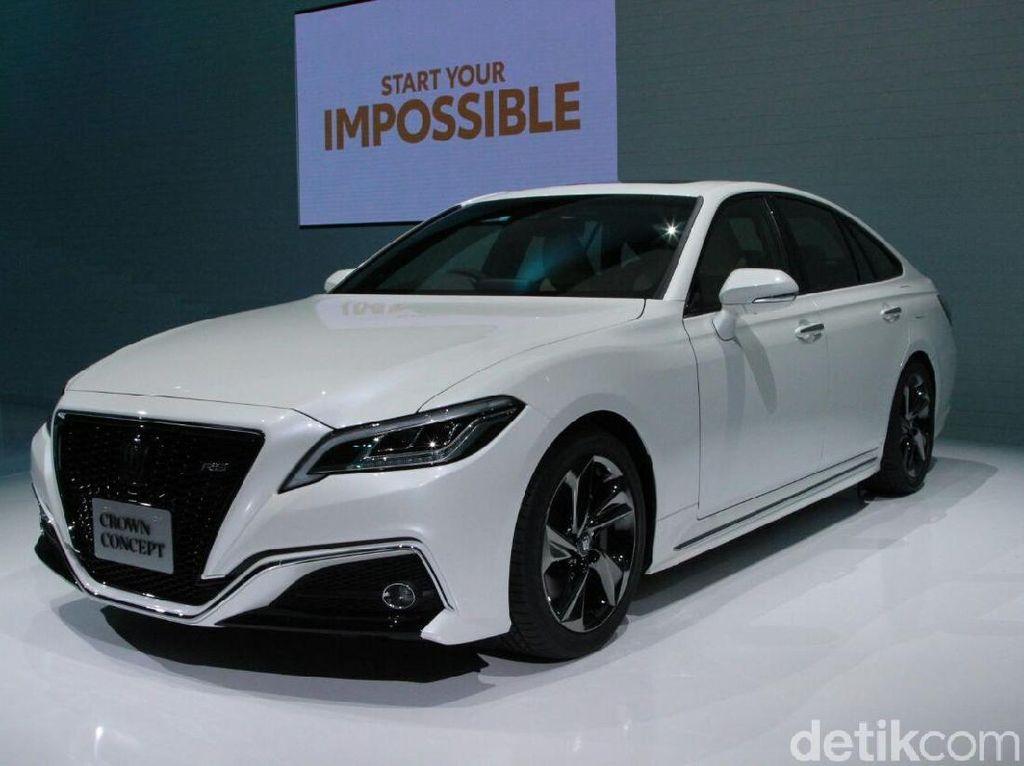 Mobil Menteri Toyota Crown Bersolek