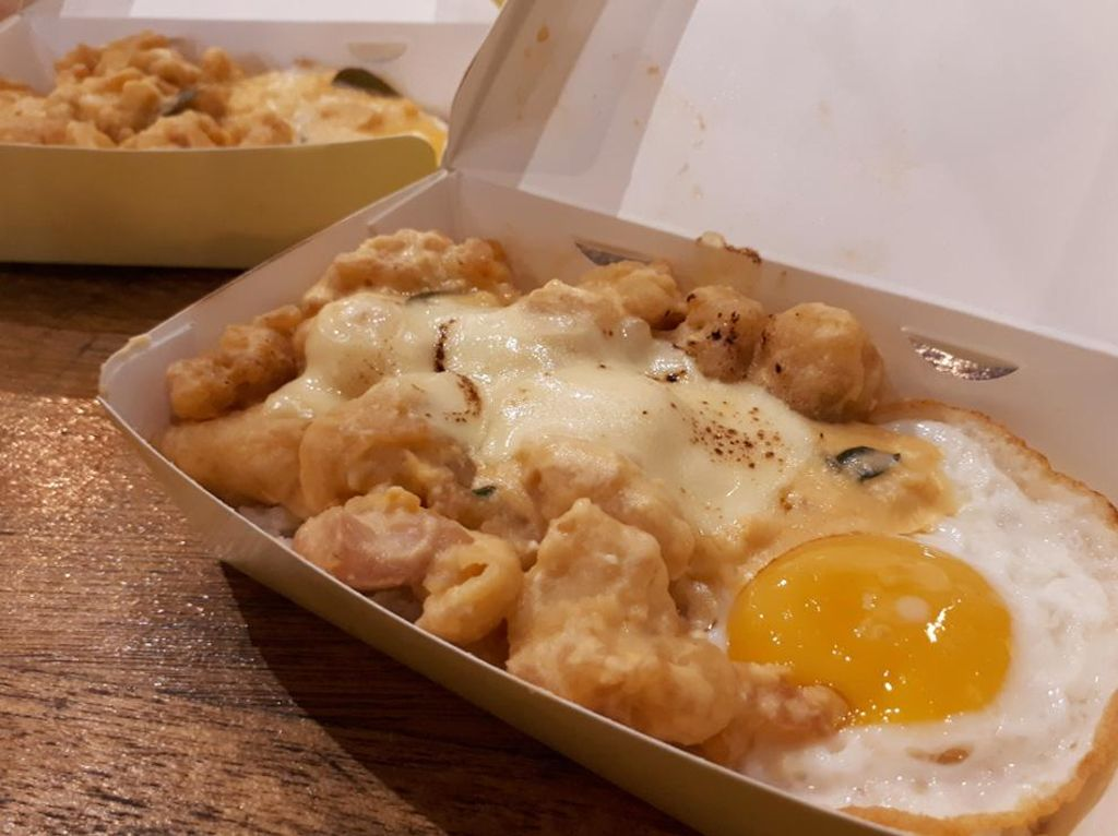 Salt Inc: Yummy! Nasi Ayam Telur Asin dengan Lelehan Mozzarella