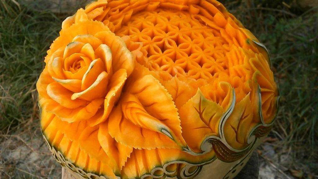 Keren! Labu Kuning Ini Diukir Bentuk Burung Hingga Bunga Cantik