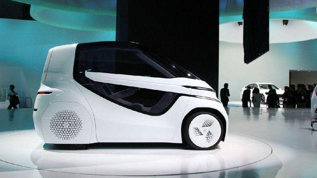 Bukan Setir, Mengendarai Mobil Ini Pakai Joystick