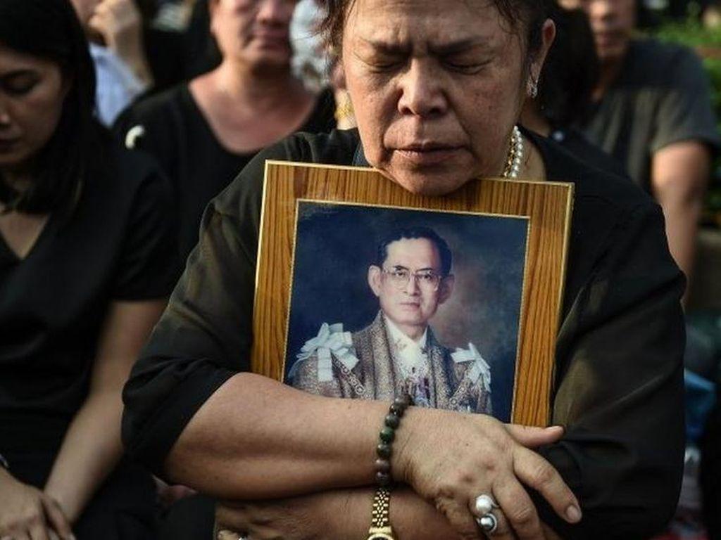 Thailand Bersiap Gelar Upacara Kremasi Raja Bhumibol