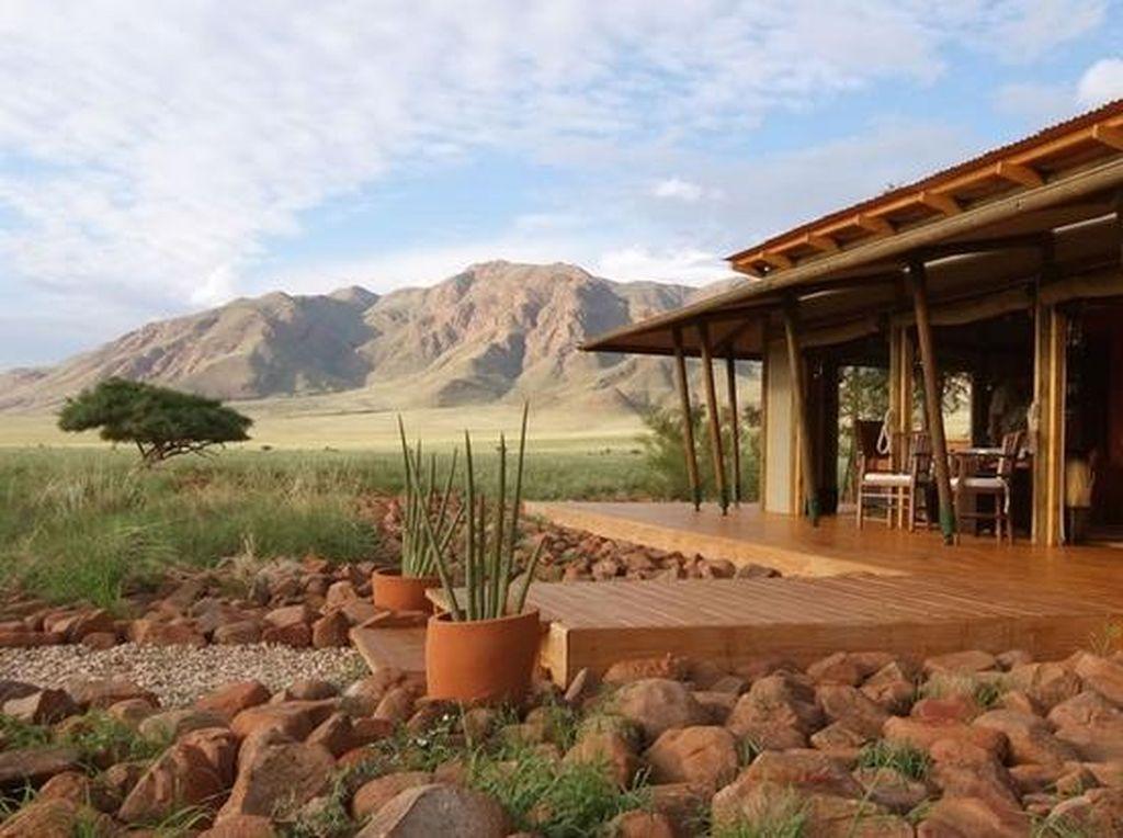 Foto: Resor Mewah di Tengah Padang Rumput Afrika di Namibia