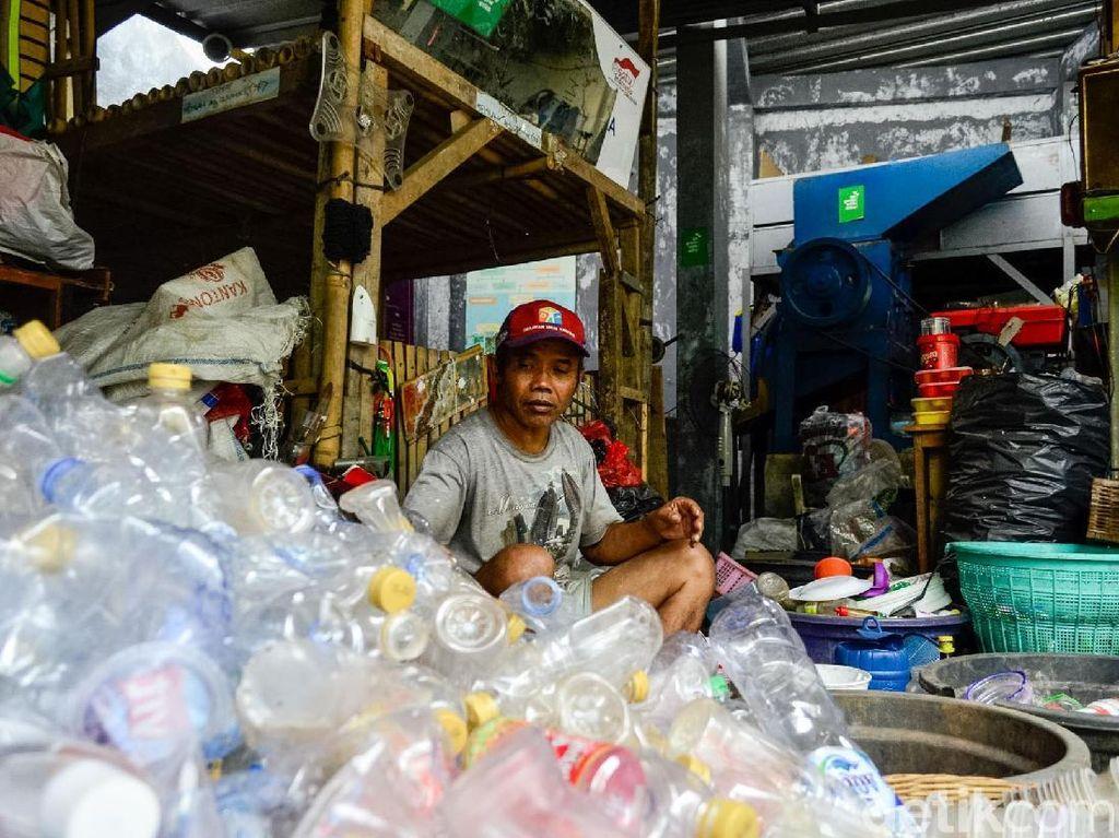 Sampah Disulap Jadi Pupuk dan Pembasmi Hama Oleh Warga Subang