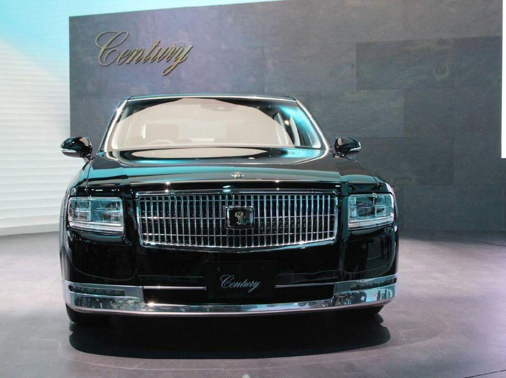 Melihat Langsung Mobil Kaisar dan CEO Perusahaan Besar