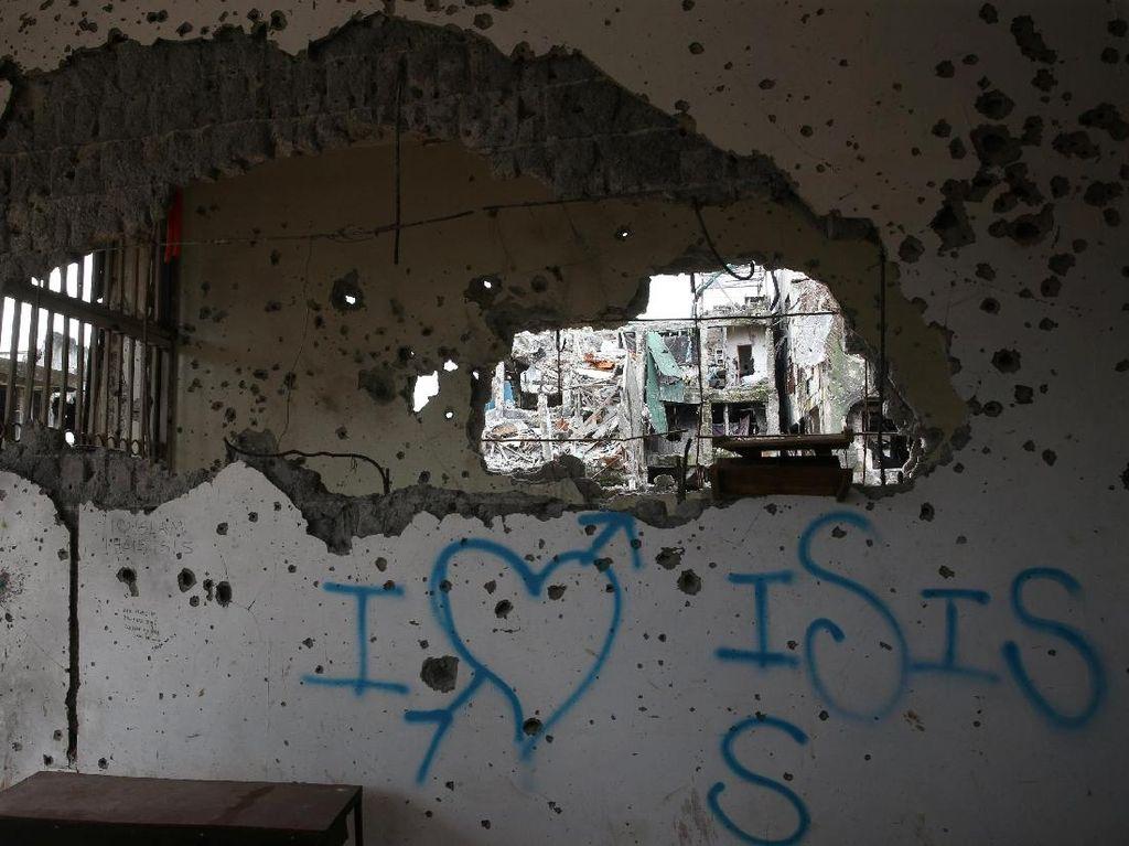 Grafiti I Love ISIS di Reruntuhan Marawi