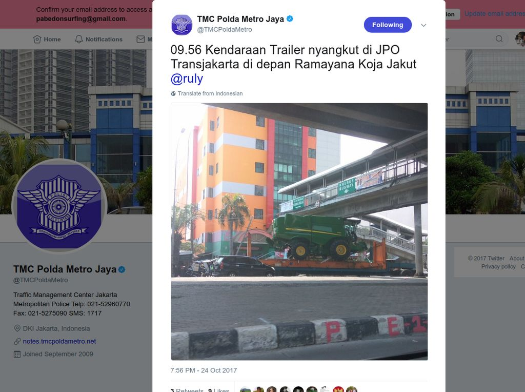 Truk Trailer Tersangkut JPO di Koja, Lalin Tersendat