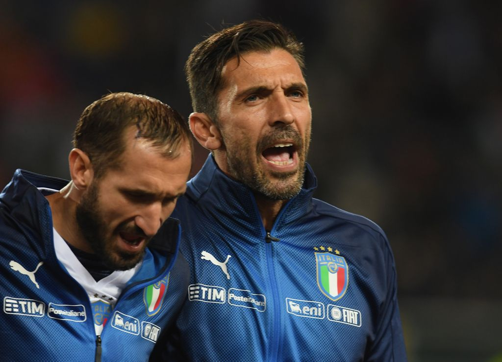 TURIN, ITALY - OCTOBER 06:  (R-L) Gianluigi Buffon and Giorgio Chiellini of  Italy sing their national anthem prior to the FIFA 2018 World Cup Qualifier between Italy and FYR Macedonia at Stadio Olimpico on October 6, 2017 in Turin, Italy .  (Photo by Claudio Villa/Getty Images)