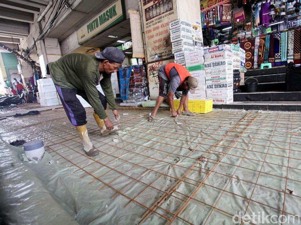 Pembangunan Jalur Pedestrian di Depan Pasar Tanah Abang