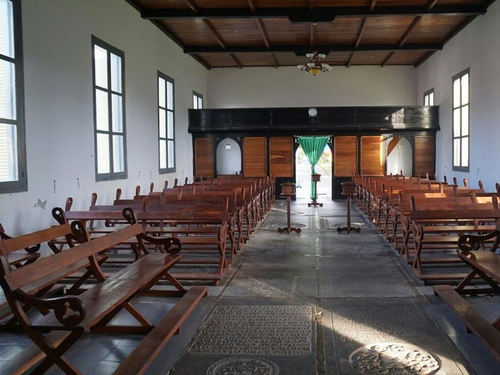 Foto: Gereja yang Dibangun di Atas 30 Kuburan Prajurit