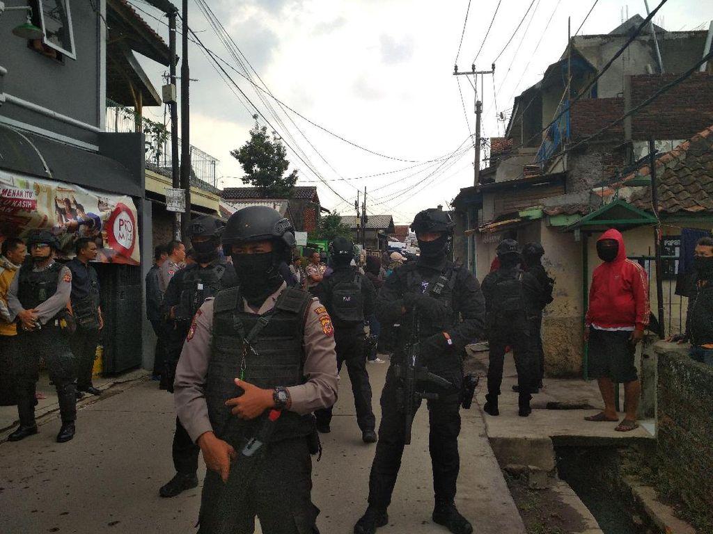 Terduga Teroris Perakit Bom di Bandung Beli Bahan Kimia via Online