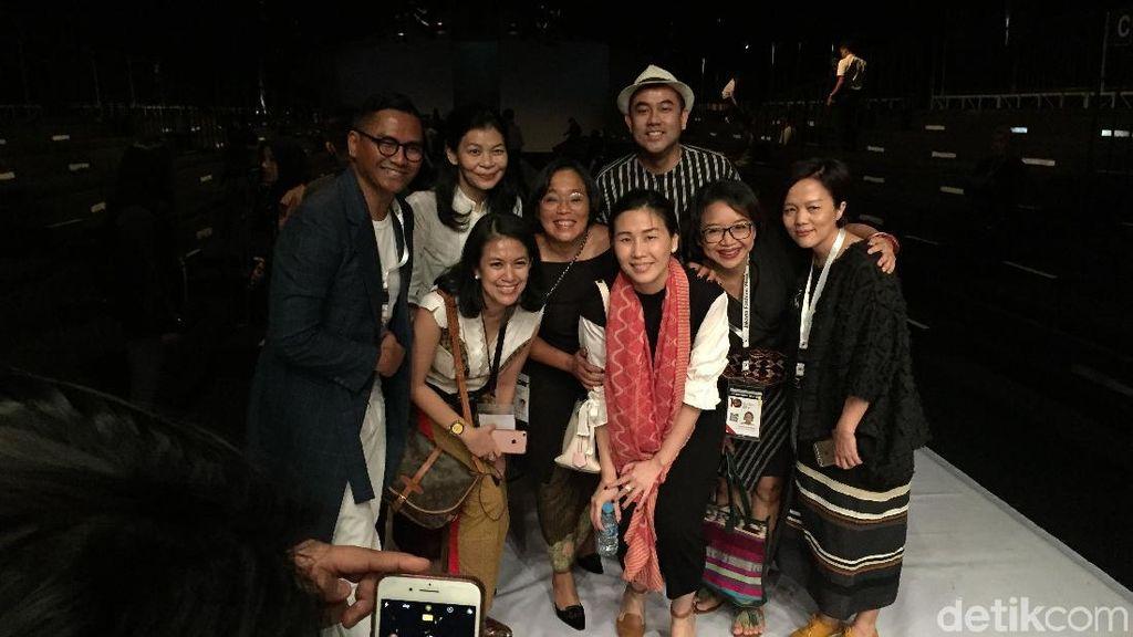 Foto: Wajah Berseri Veronica Tan saat Nonton Fashion Show Obin