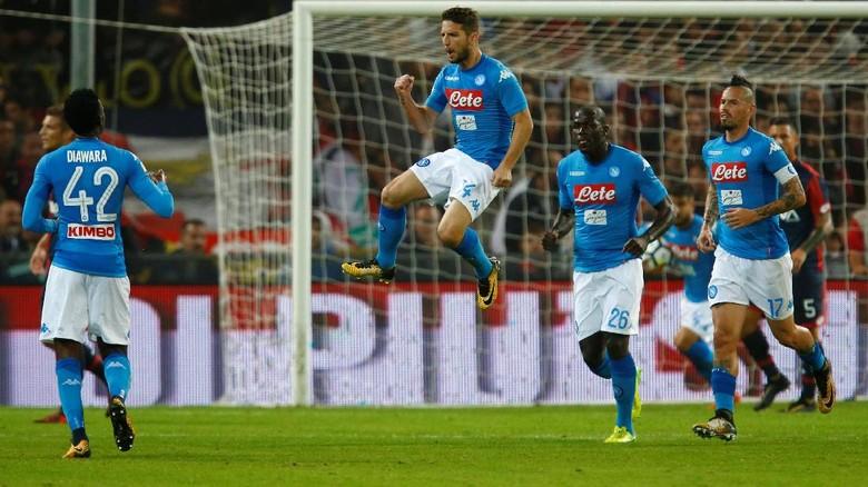 Tekuk Genoa, Napoli Kembali ke Puncak
