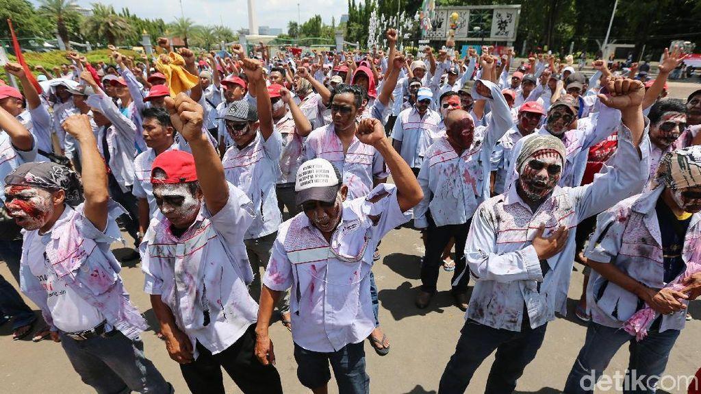 Minta Perhatian Jokowi, Sopir Truk Tangki Pertamina Berdandan Zombie