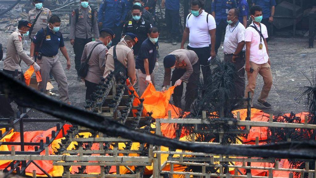 Begini Evakuasi Korban di Pabrik Kembang Api yang Meledak