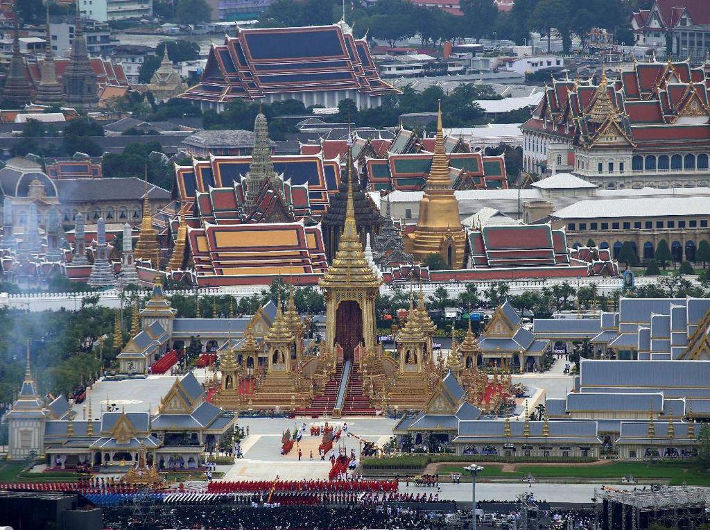 Raja Vajiralongkorn Akan Sulut Api untuk Membakar Jenazah Ayahnya