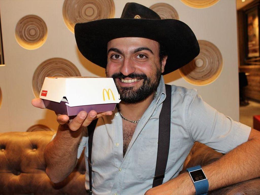 Wow, Pria Ini Mengoleksi Hampir 500 Kotak Burger dari Seluruh Dunia!