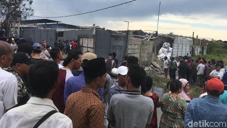 Polisi: Korban Tewas Pabrik Petasan Kosambi Menumpuk di Belakang
