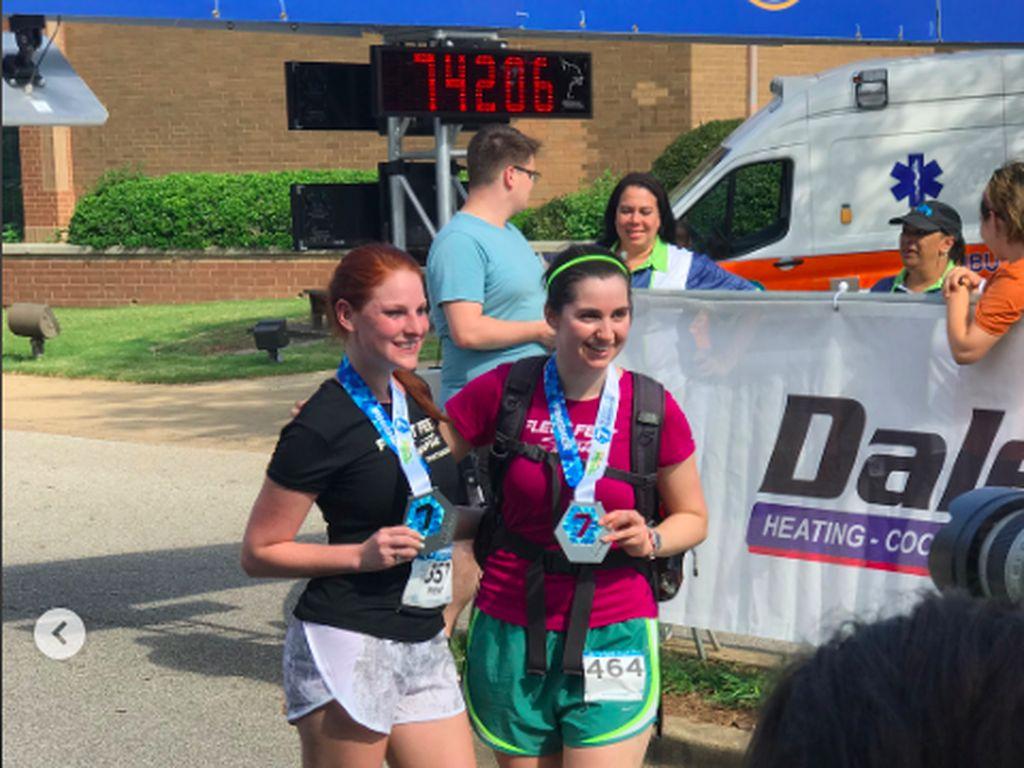 Ada-ada Saja, Wanita Ini Lari Marathon dengan Sepatu Hak Tinggi