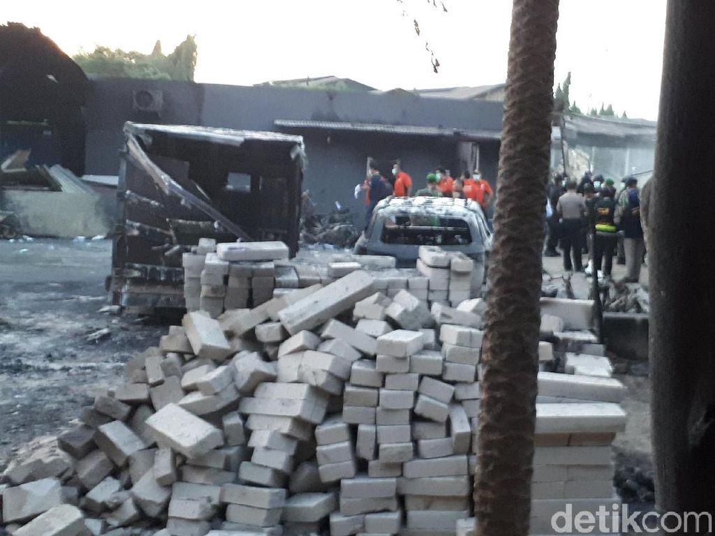Foto: Tim Labfor Olah TKP di Pabrik Kembang Api