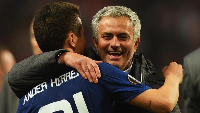Ander Herrera tidak mau membandingkan Jose Mourinho dan Ole Gunnar Solskjaer. (Foto: Mike Hewitt/Getty Images)