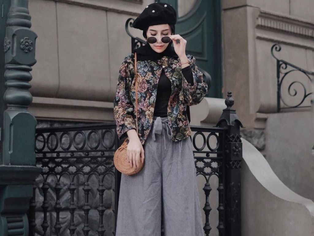 Foto: Inspirasi Bergaya dengan Tas Rotan yang Hits ala Hijabers