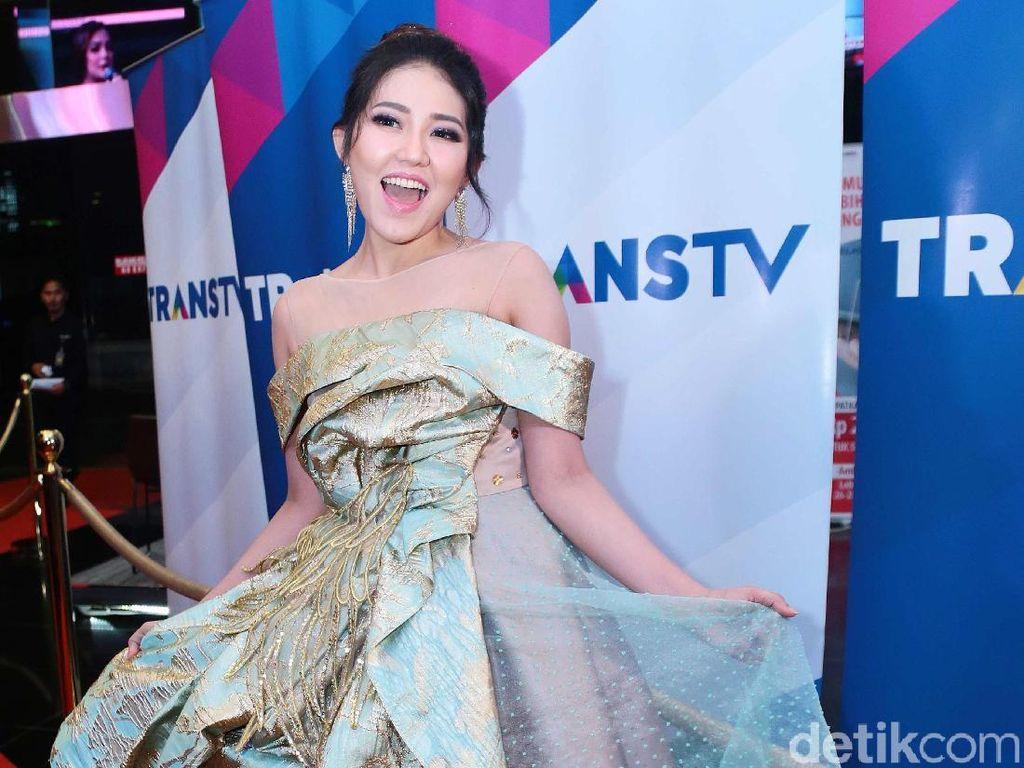 Juru Rias Ayu Ting Ting Sindir Via Vallen (Lagi), Mata Najwa Balik ke TV